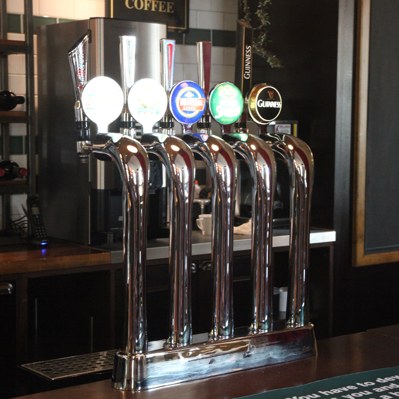 http://www.theparrswoodinn.co.uk/wp-content/uploads/2017/05/beer-pumps-at-the-parrswood-didsbury.jpg